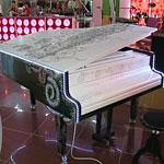 Из обычного рояля - произведение поп-арта