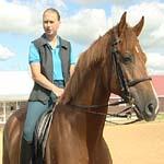 Дама на гнедом коне