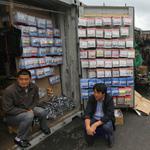 Иностранцам запретили торговать вне магазинов